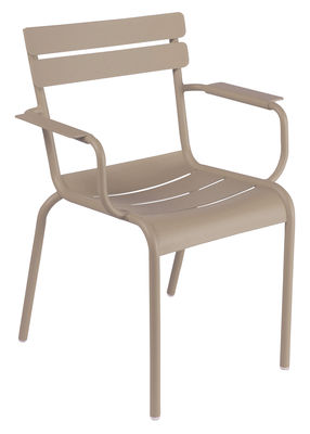 Life Style - Luxembourg Stackable armchair by Fermob - Nutmeg - Lacquered aluminium
