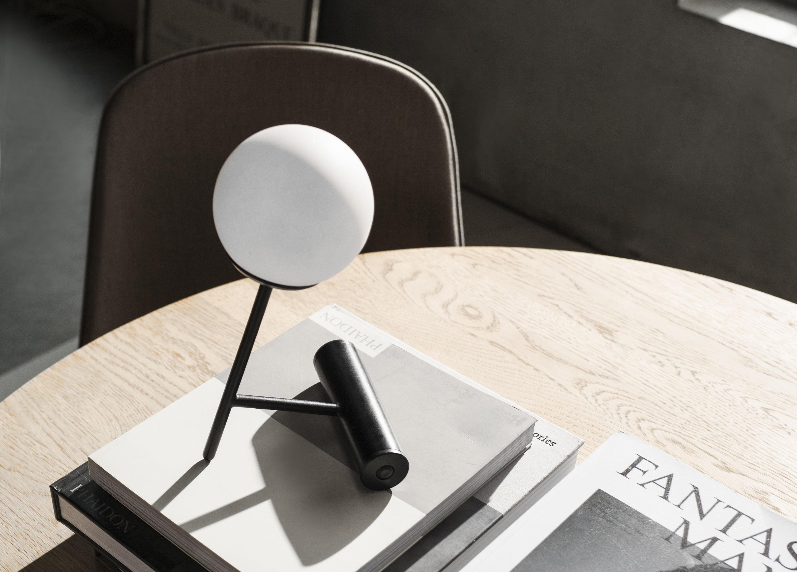 lampe ohne kabel phare led von menu schwarz h 23 cm l 13 5 x prof 13 5 cm diffuseur. Black Bedroom Furniture Sets. Home Design Ideas