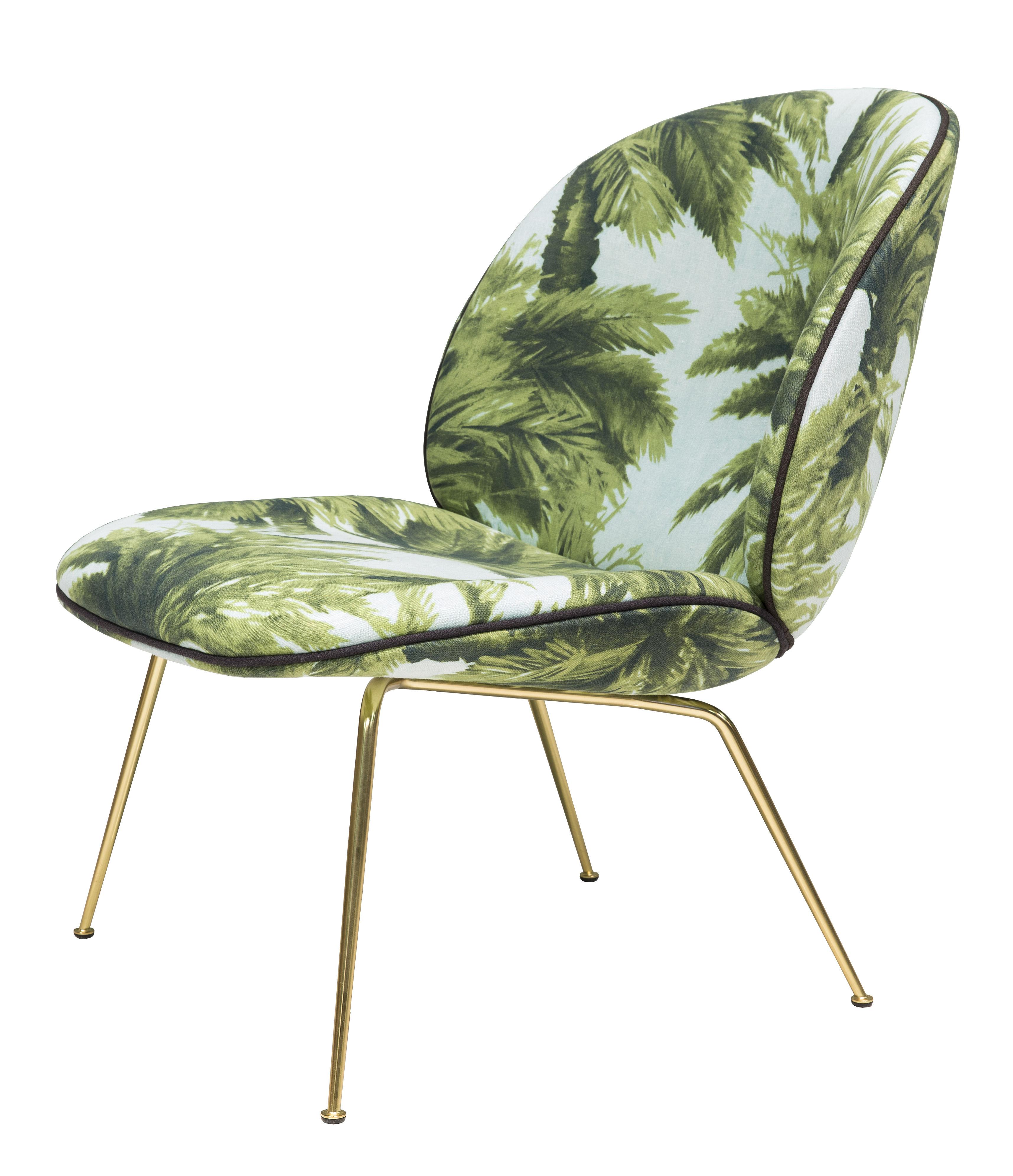 Möbel - Lounge Sessel - Beetle Lounge Sessel / Gamfratesi - Stoffbezug - Gubi - Grünes Palmenmotiv auf blauem Grund  / Stuhlbeine: Messing - Acier plaqué laiton, Gewebe, Schaumstoff