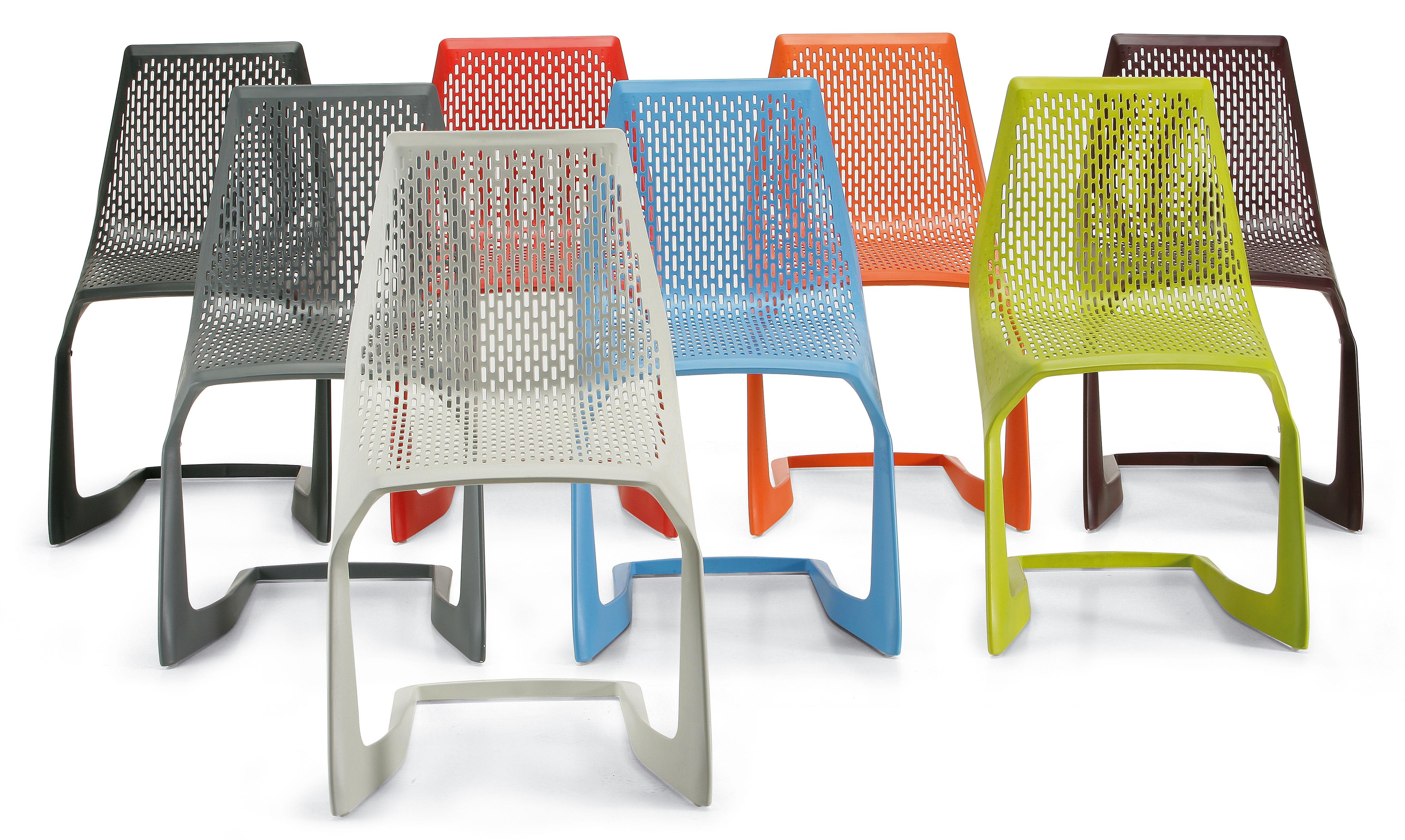 Chaise empilable myto plastique noir plank made in design for Chaise empilable plastique