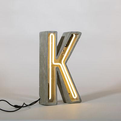 Lampe de table Néon Alphacrete / Lettre K - Intérieur / extérieur - Seletti blanc,gris en pierre
