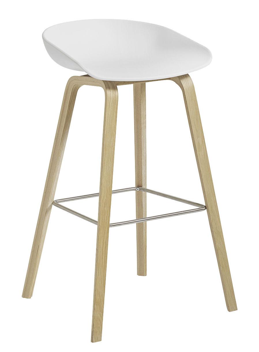 Mobilier - Tabourets de bar - Tabouret de bar About a stool AAS 32 / H 65 cm - Plastique & chêne verni mat - Hay - Blanc / Chêne verni mat -  Contreplaqué de chêne verni mat, Polypropylène