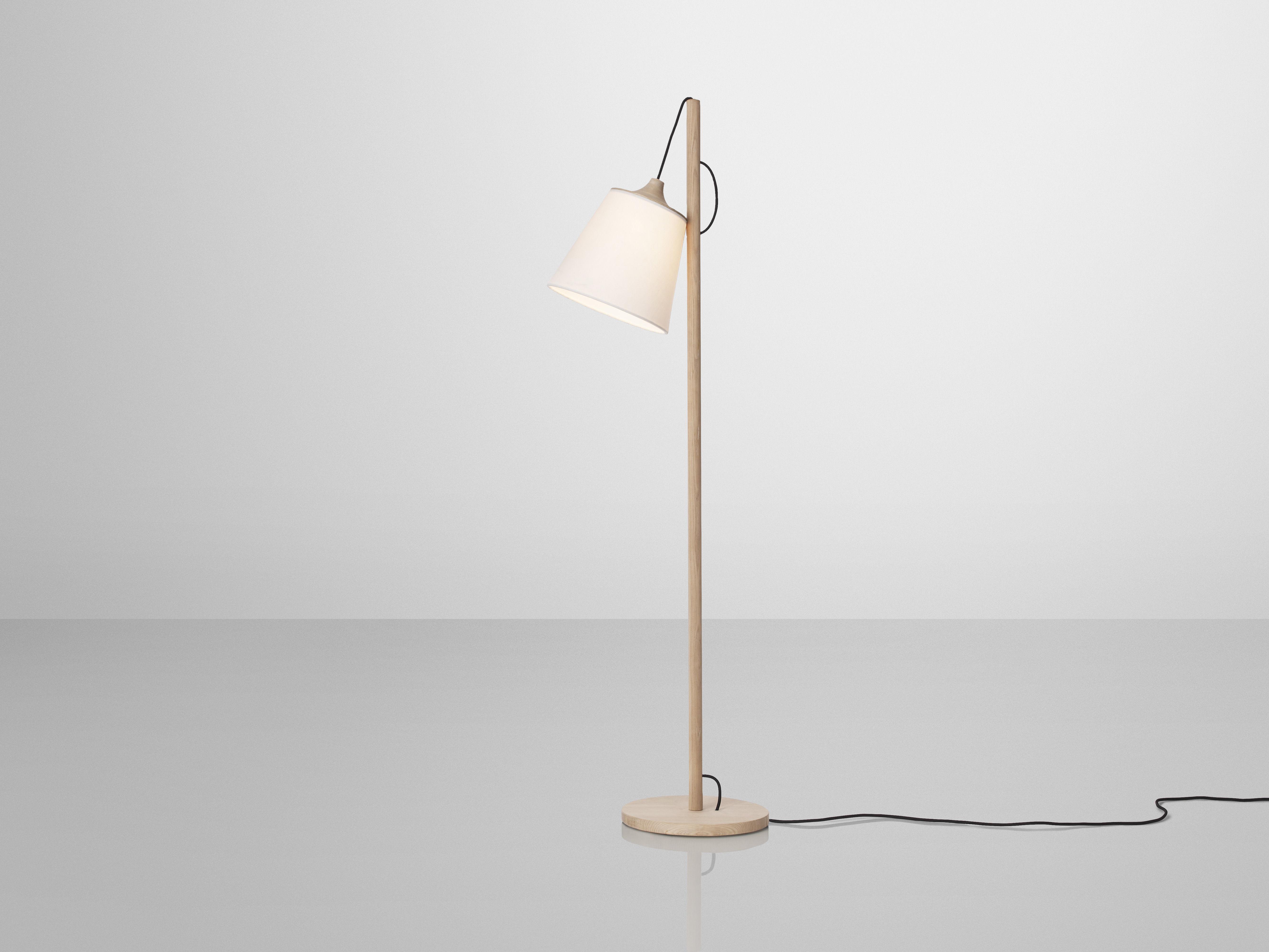 Lampada a stelo pull lamp muuto legno chiaro paralume bianco