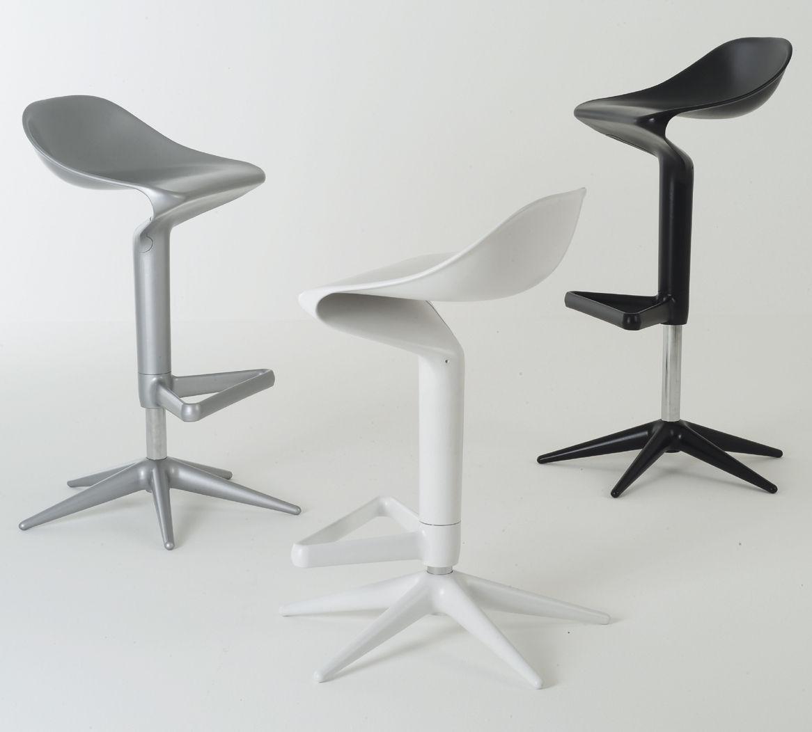 tabouret haut r glable spoon pivotant plastique noir kartell made in design. Black Bedroom Furniture Sets. Home Design Ideas