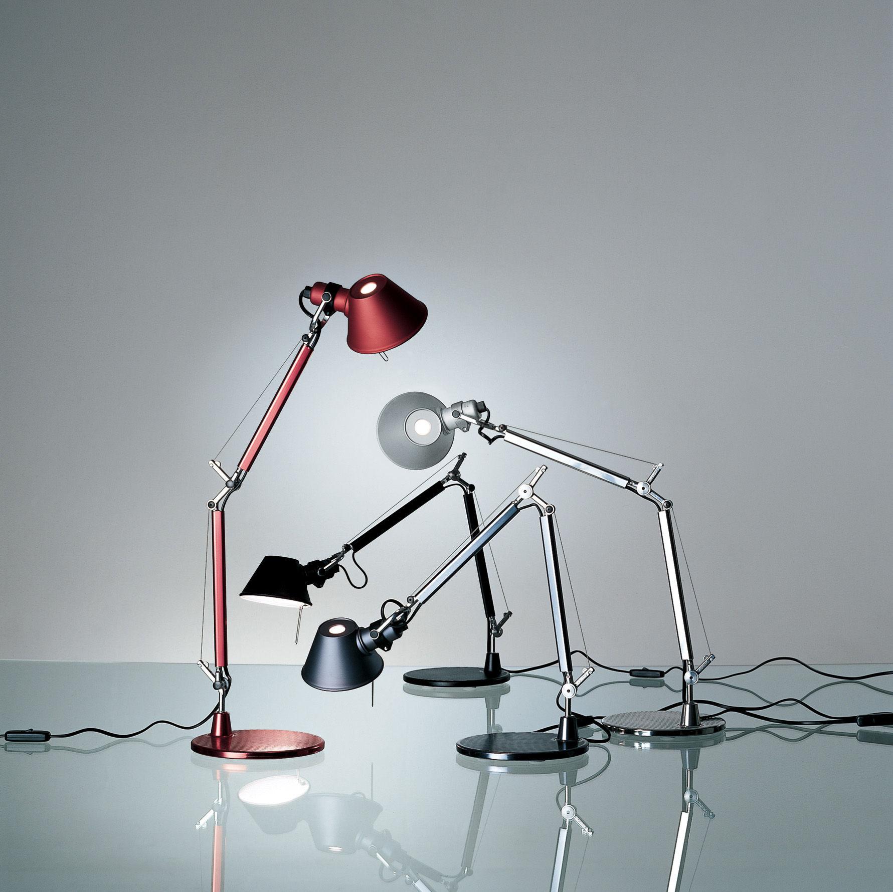 Scopri lampada da tavolo tolomeo micro bronzo di artemide for Lampada da tavolo di design
