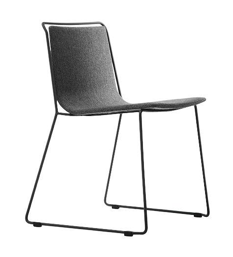 chaise rembourr e alo tissu tissu gris structure noire ondarreta made in design. Black Bedroom Furniture Sets. Home Design Ideas