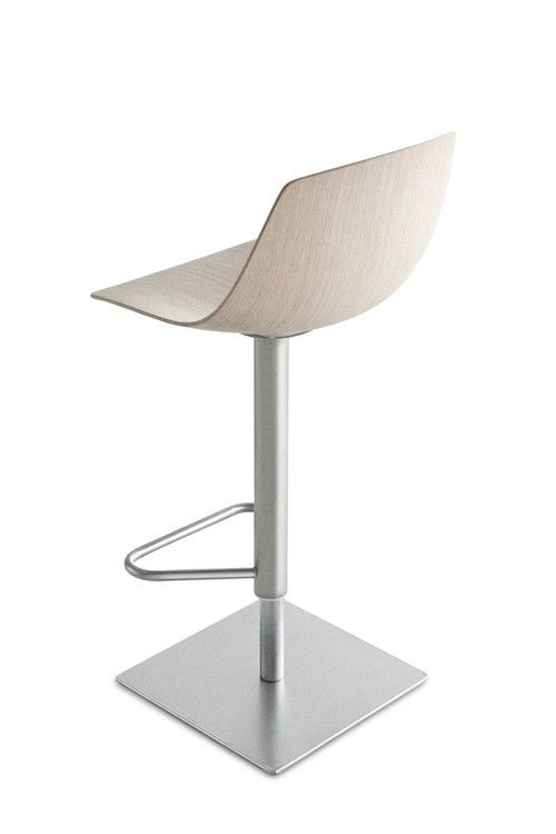 tabouret haut r glable miunn assise bois pivotante ch ne blanchi lapalma made in design