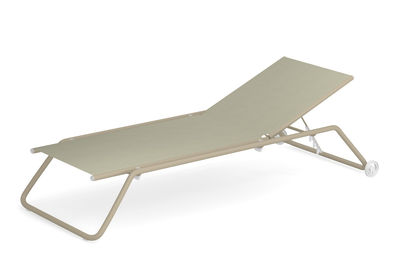 Outdoor - Chaises longues et hamacs - Bain de soleil multiposition Snooze / Empilable - Roulettes - Emu - Beige / Structure taupe - Acier verni, Tissu technique