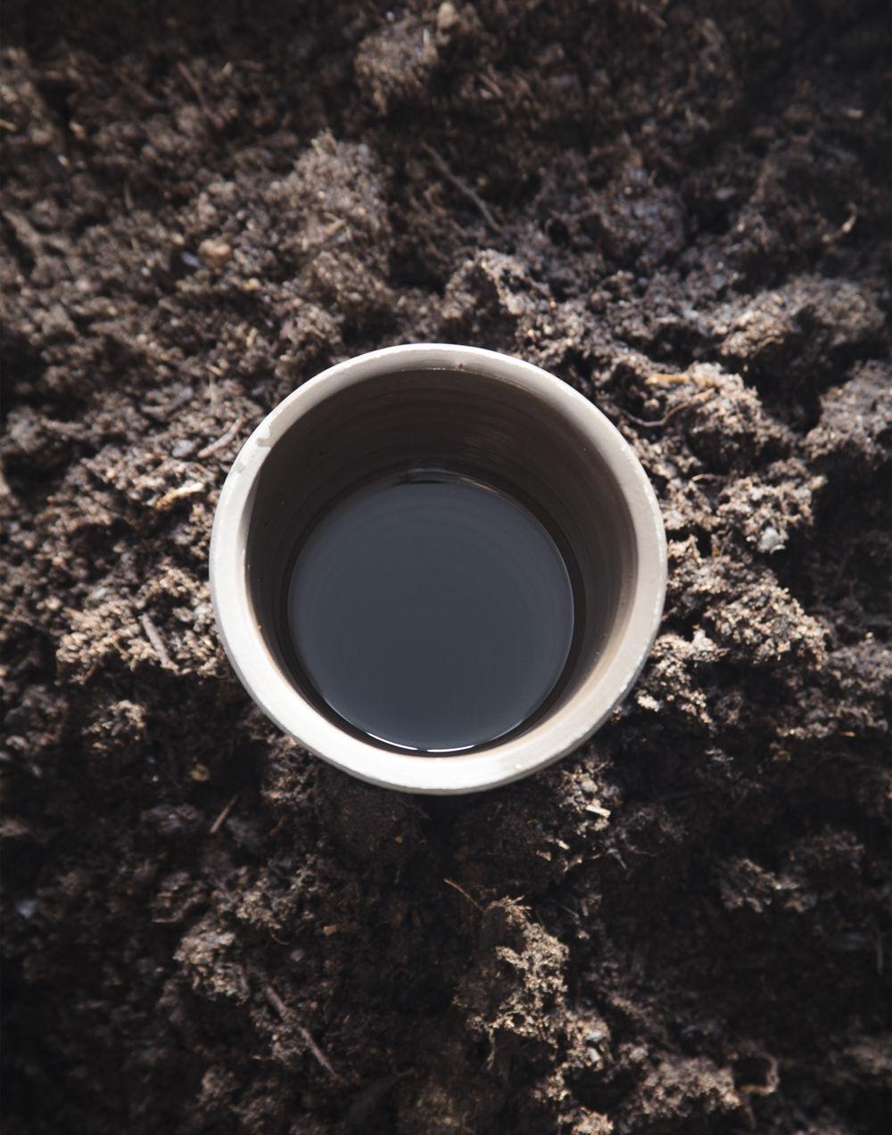 distributeur d 39 eau c ne pour plantes terre cuite gris. Black Bedroom Furniture Sets. Home Design Ideas