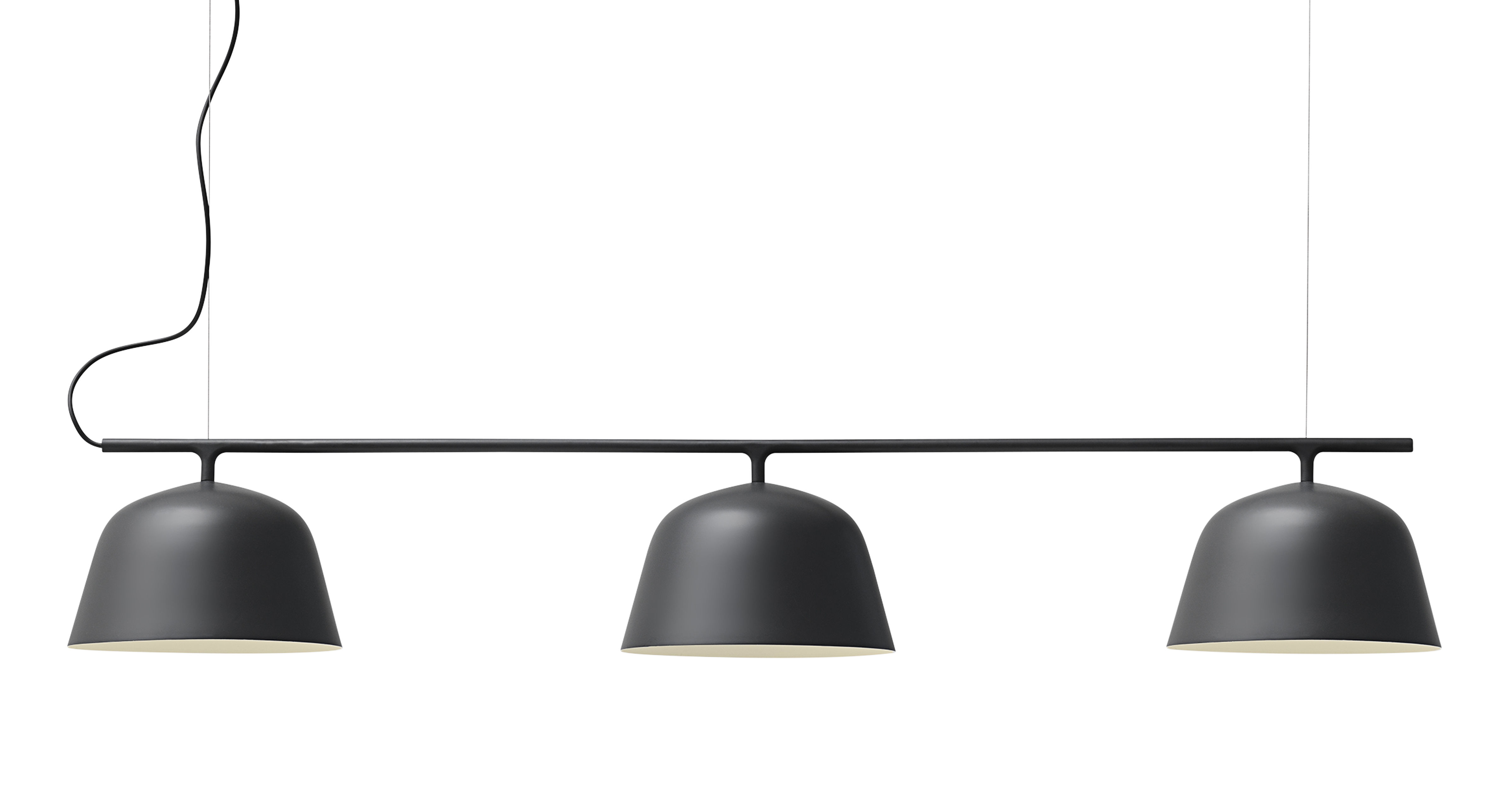 Leuchten - Pendelleuchten - Ambit Rail Pendelleuchte / L 126 cm - Muuto - Schwarz - Aluminium
