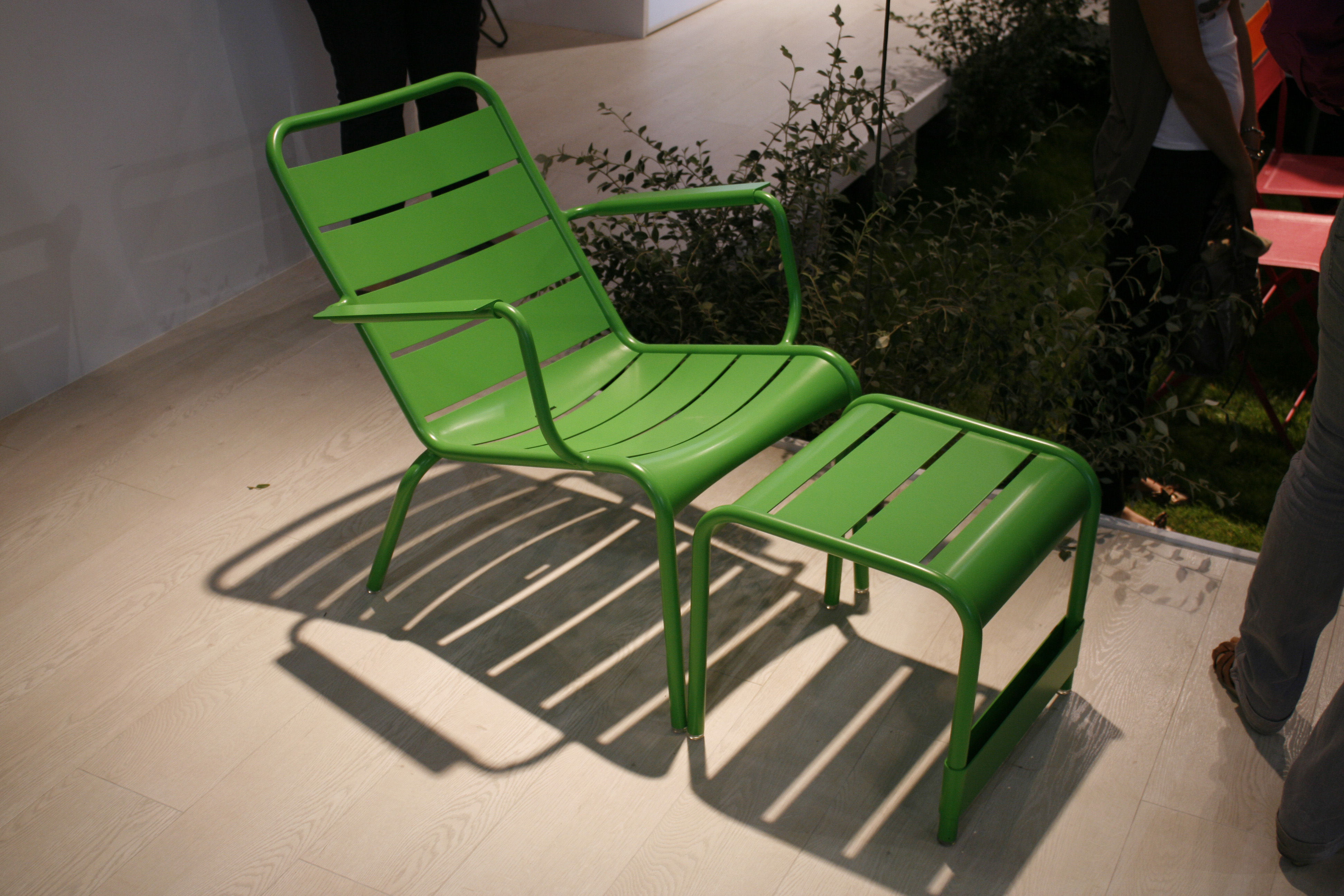 fauteuil bas luxembourg fermob r glisse l 69 x h 72. Black Bedroom Furniture Sets. Home Design Ideas