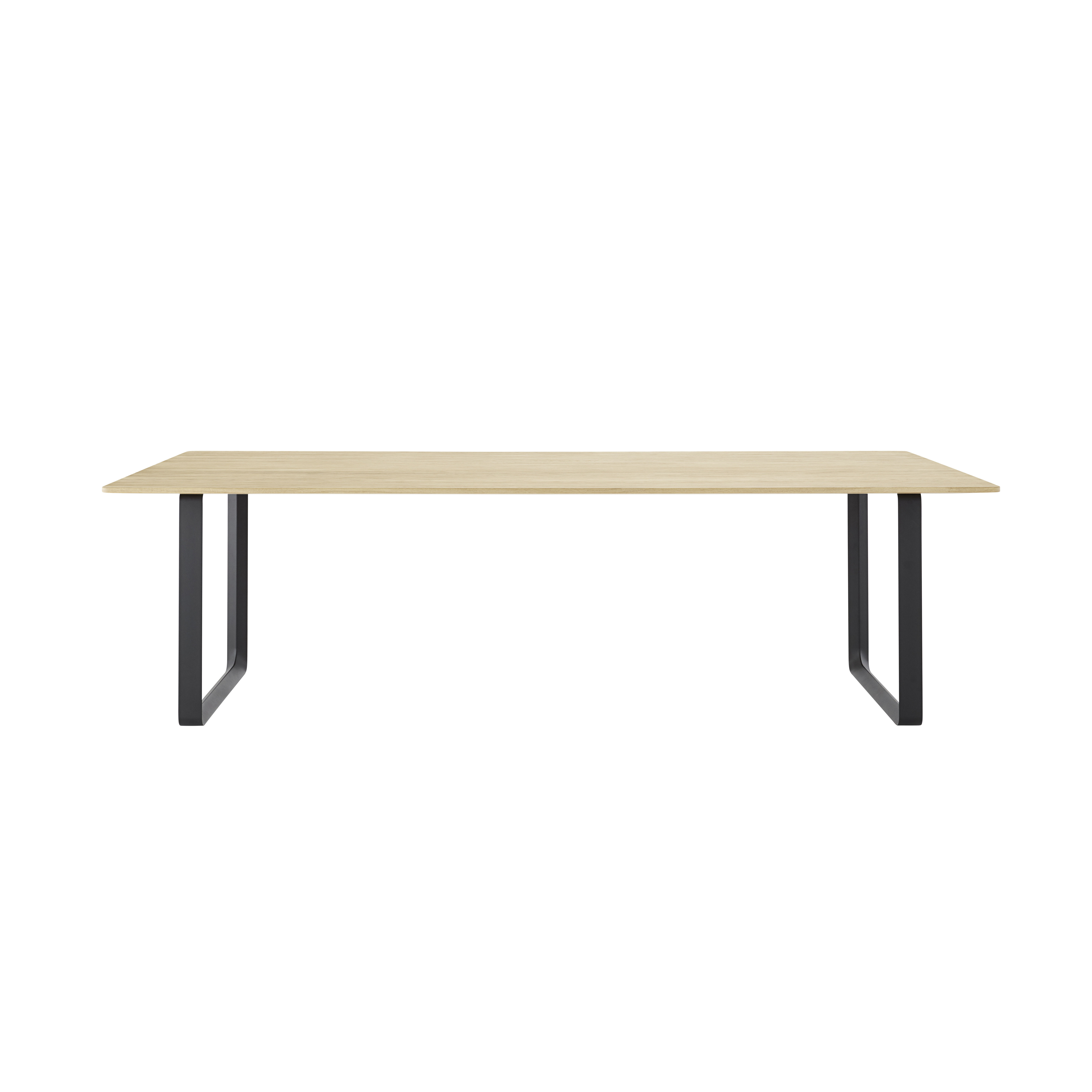 Trends - Home sweet home - 70-70 XL Rectangular table - / 255 x 108 cm - Solid oak by Muuto - Solid oak / Black base - Painted cast aluminium, Solid oak