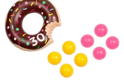 Interni - Per bambini - Gioco di destrezza Donuts - / Donuts - Gonfiabile di Sunnylife - Ciambella - PVC ad alta resistenza