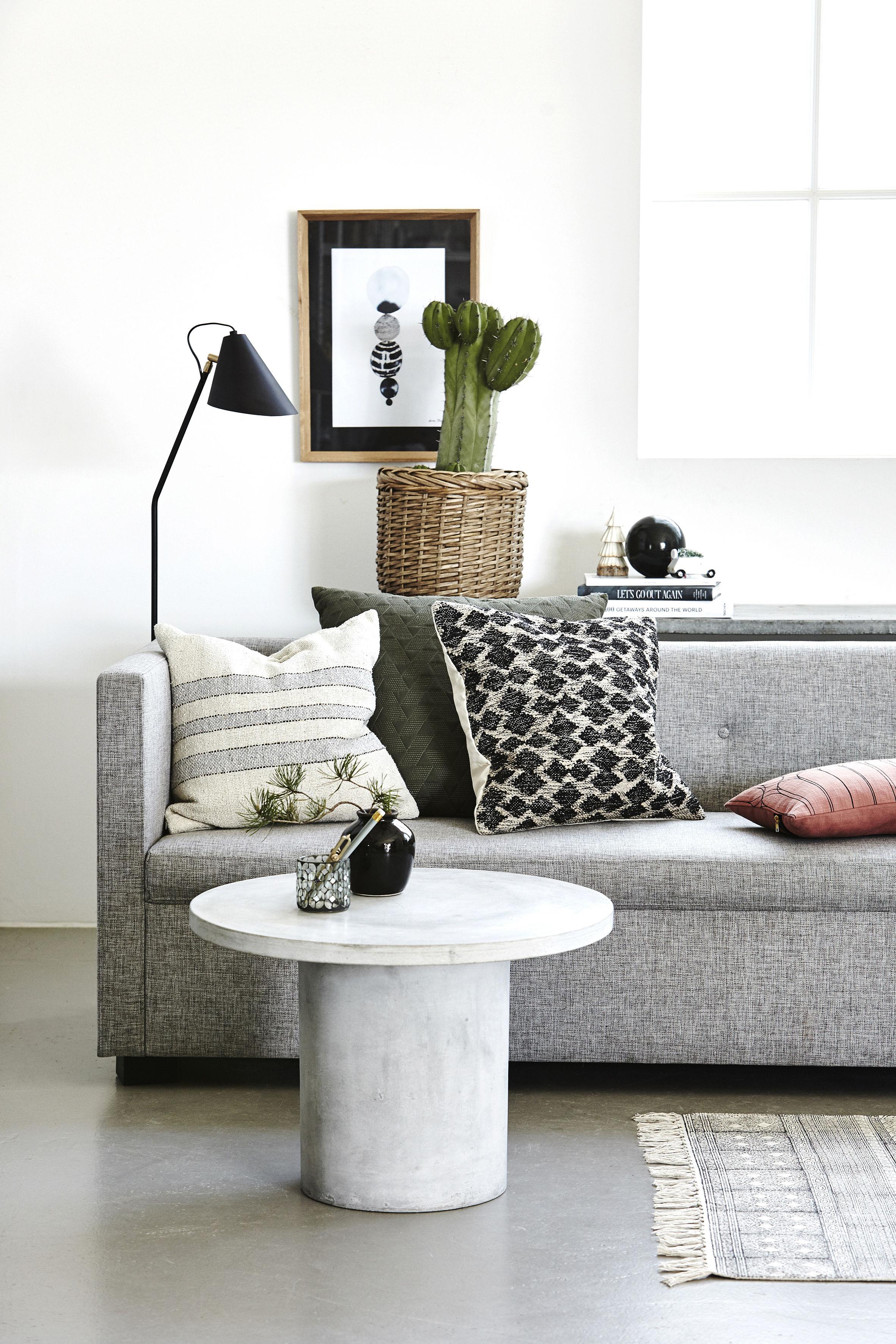 kissen sweep von house doctor beige streifen blau gold made in design. Black Bedroom Furniture Sets. Home Design Ideas