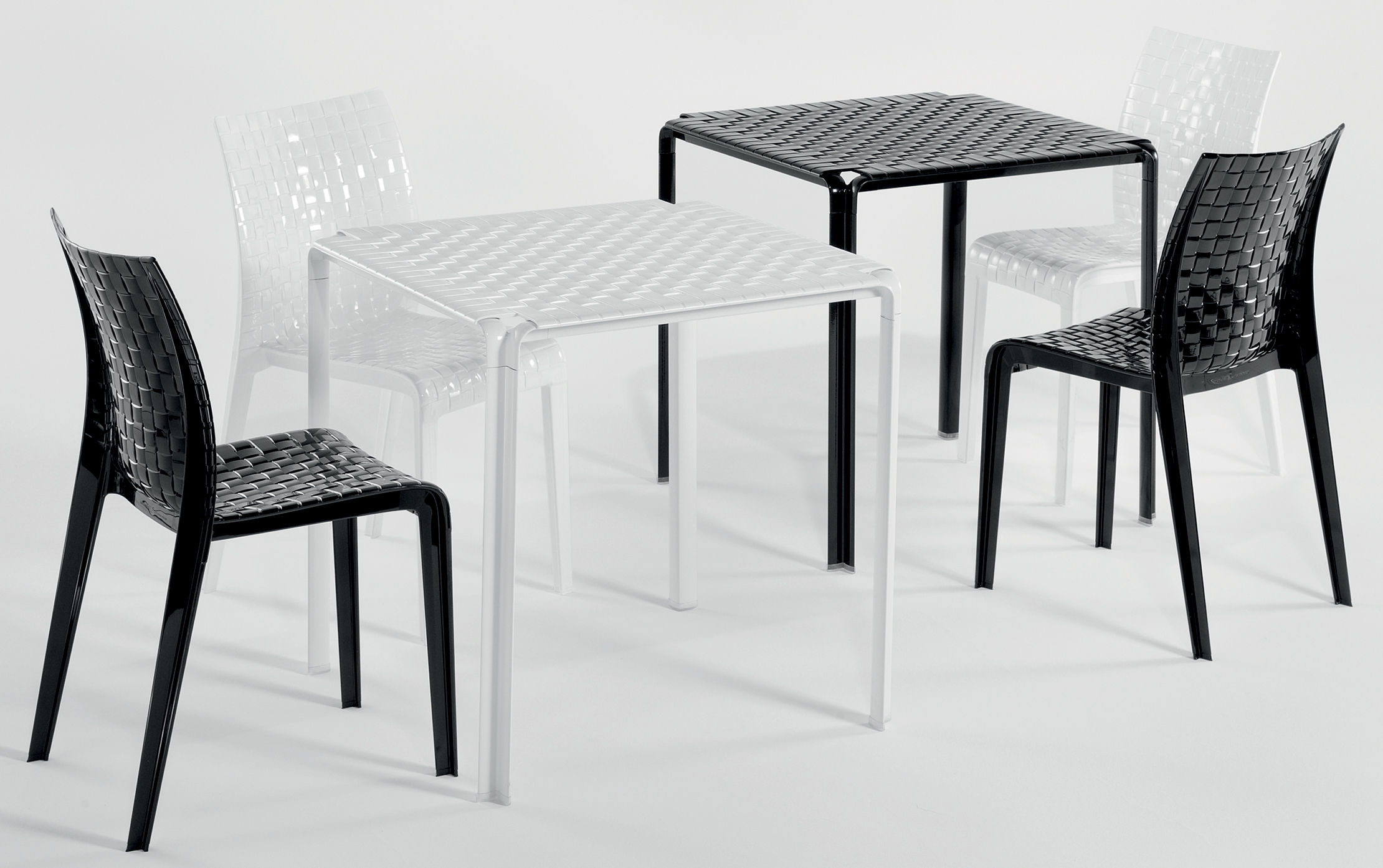 Scopri tavolo da giardino ami ami nero lucido di kartell - Tavolo four kartell prezzo ...