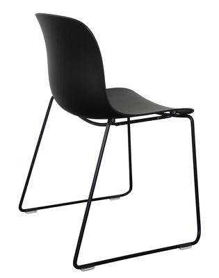 Möbel - Stühle  - Troy Outdoor Stapelbarer Stuhl / Kunststoff & Stuhlbeine in Kufenform - Magis - Schwarz / Fußgestell schwarz - Lackierter Stahl, Polypropylen