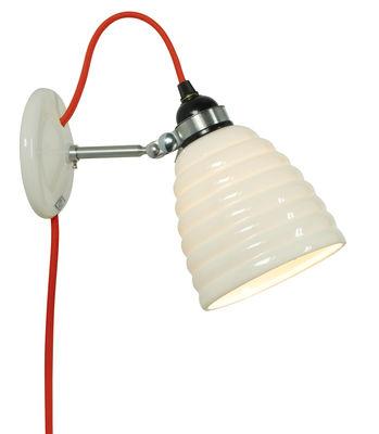 Luminaire - Appliques - Applique avec prise Hector Bibendum / Porcelaine striée - Câble avec branchement secteur - Original BTC - Blanc strié / Acier & câble rouge - Métal, Porcelaine