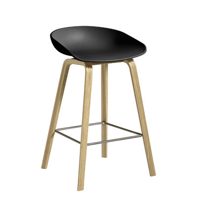Möbel - Barhocker - About a ECO AAS32 Barhocker / H 64 cm - Recycling-Kunststoff / EU Ecolabel - Hay - Schwarz / Eiche matt lackiert - Chêne FSC, Recycelter Kunststoff
