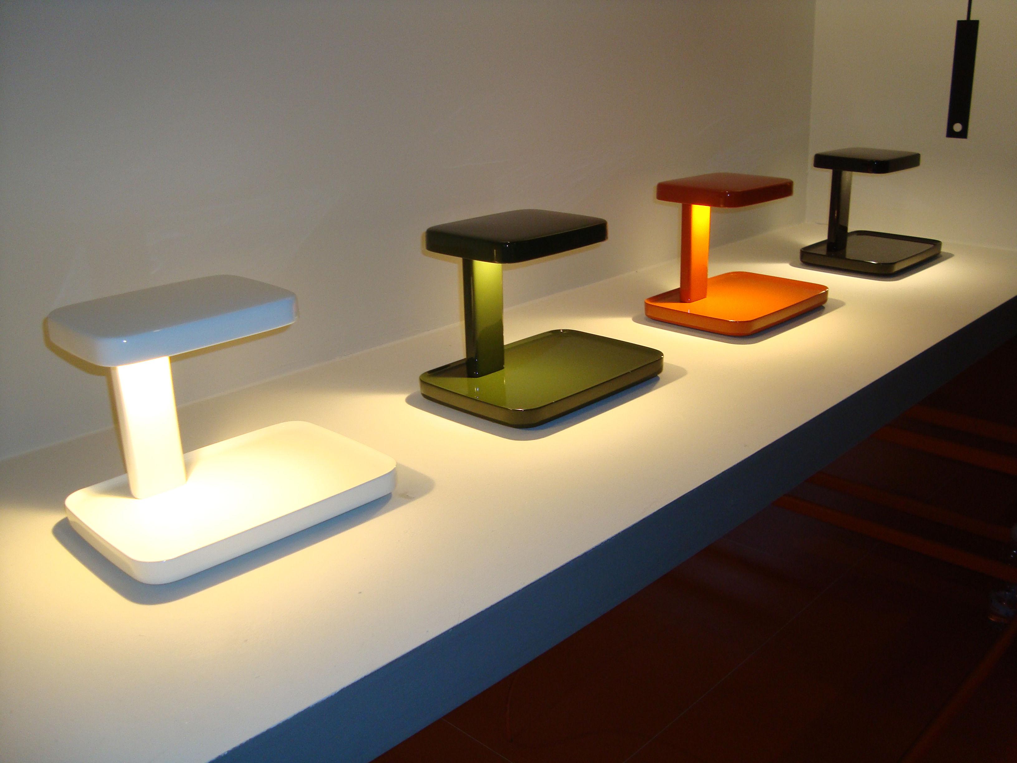 Piani lampada da tavolo led svuotatasche rosso by flos made