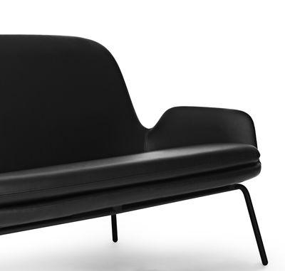 canap droit era l 145 cm cuir m tal cuir noir pieds noirs normann copenhagen made. Black Bedroom Furniture Sets. Home Design Ideas