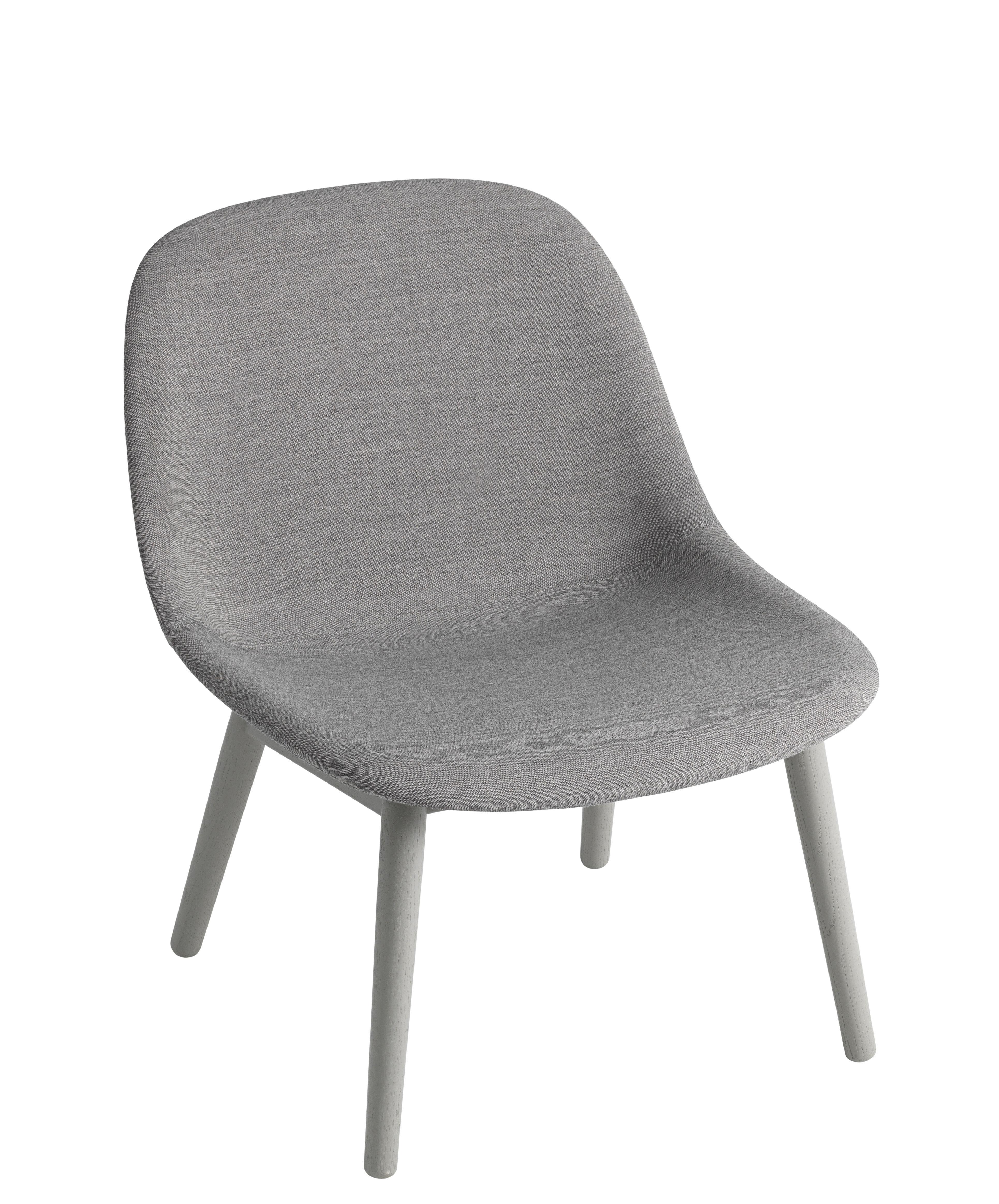 Mobilier - Fauteuils - Fauteuil bas Fiber Lounge / Rembourré - Tissu & pieds bois - Muuto - Gris / Pieds gris - Chêne, Matériau composite recyclé, Tissu