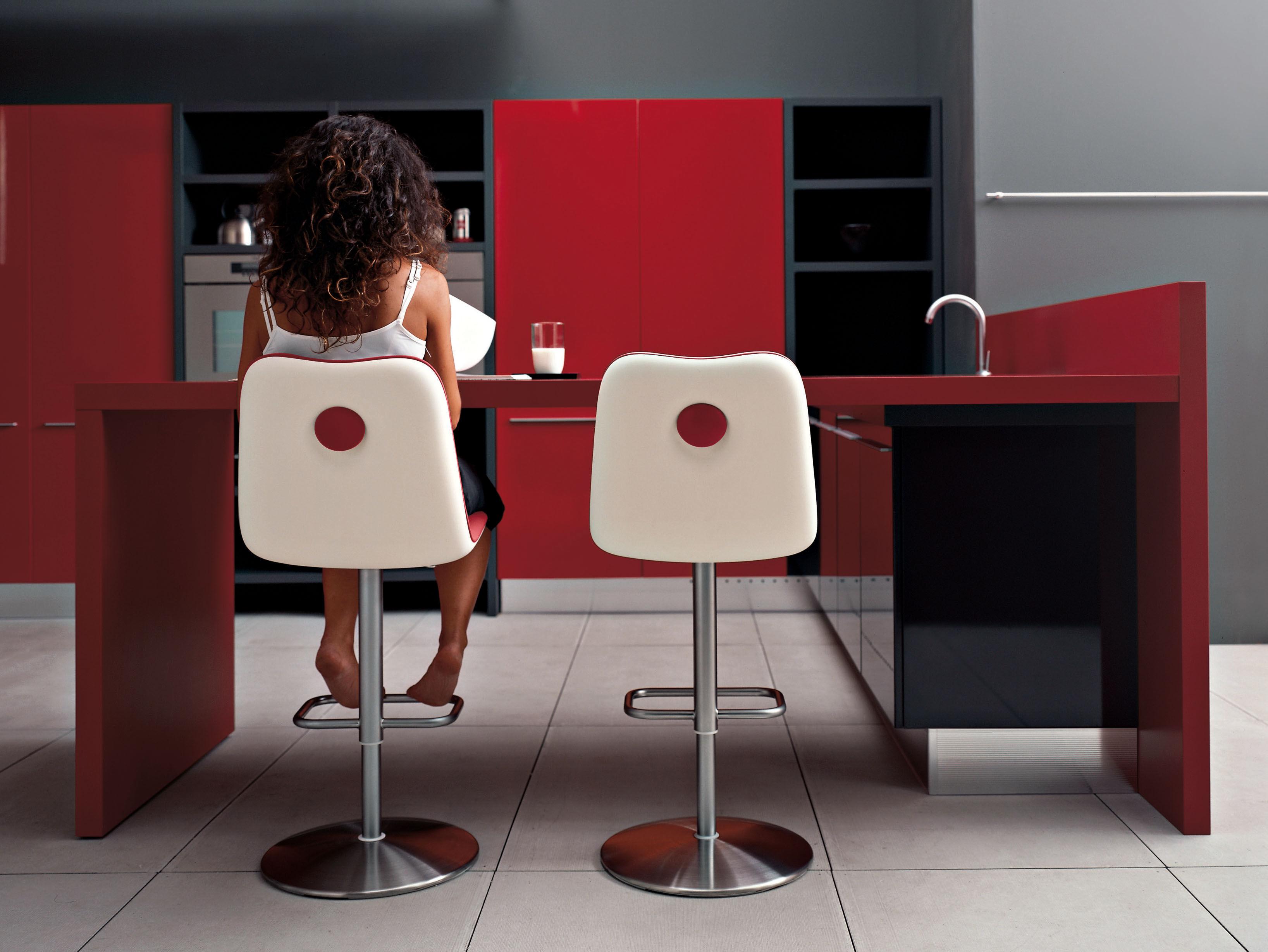 Sgabello Ufficio Alto : Sgabello alto regolabile boum kristalia rosso l h