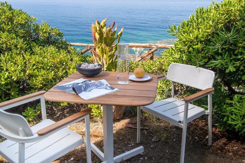 Table Shine Emu - Blanc / Plateau teck - 79 x 79 cm x H 75 cm | Made ...