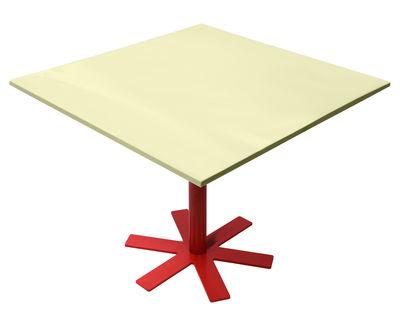 Mobilier - Tables - Table Parrot / 90 x 90 cm - Unie - Petite Friture - Jaune pastel / Pied rouge - Acier émaillé, Acier thermolaqué