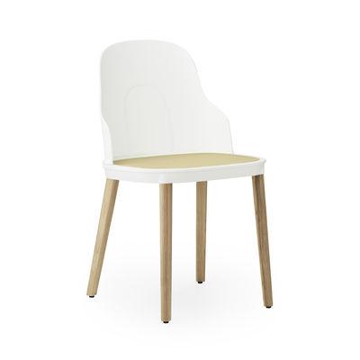 Mobilier - Chaises, fauteuils de salle à manger - Chaise Allez INDOOR / Effet cannage - Pieds chêne - Normann Copenhagen - Blanc & beige / Pied chêne - Chêne massif laqué, Polypropylène, Polypropylène effet cannage