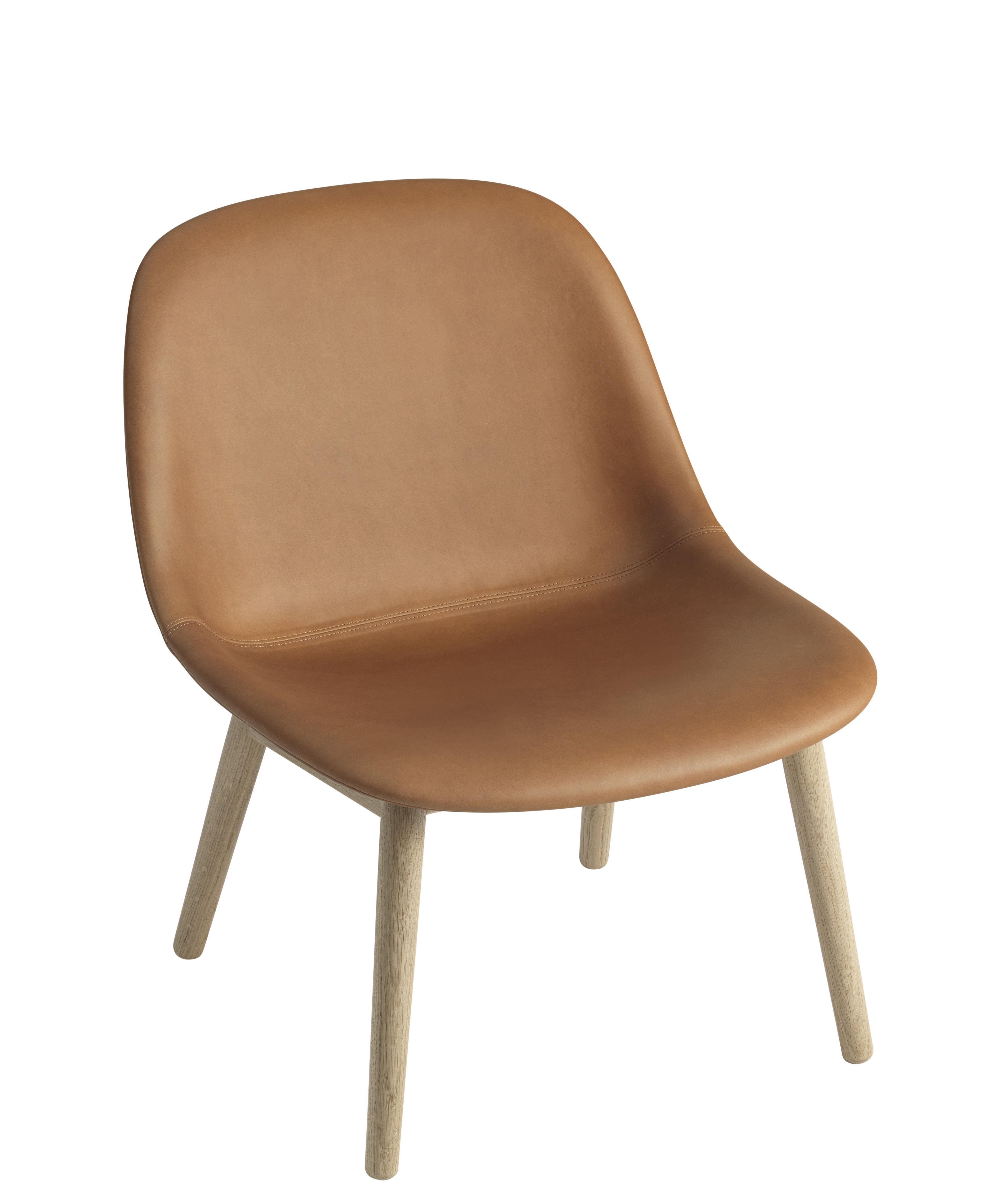 Möbel - Lounge Sessel - Fiber Lounge Lounge Sessel / gepolstert - Lederbezug & Stuhlbeine aus Holz - Muuto - Cognacfarben / Stuhlbeine holzfarben - Eiche, Leder, Verbund-Werkstoffe