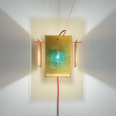 Lighting - Wall Lights - 24 Karat Blau Wall light with plug - / Gold leaf by Ingo Maurer - Gold & red - Gold leaf, Lacquered metal, Plastic material