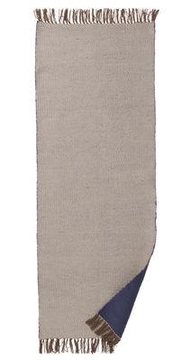 Dekoration - Teppiche - Nomad Large Außenteppich / 70 x 180 cm - Ferm Living - Hellgrau / dunkelblau - Polyester recyclé
