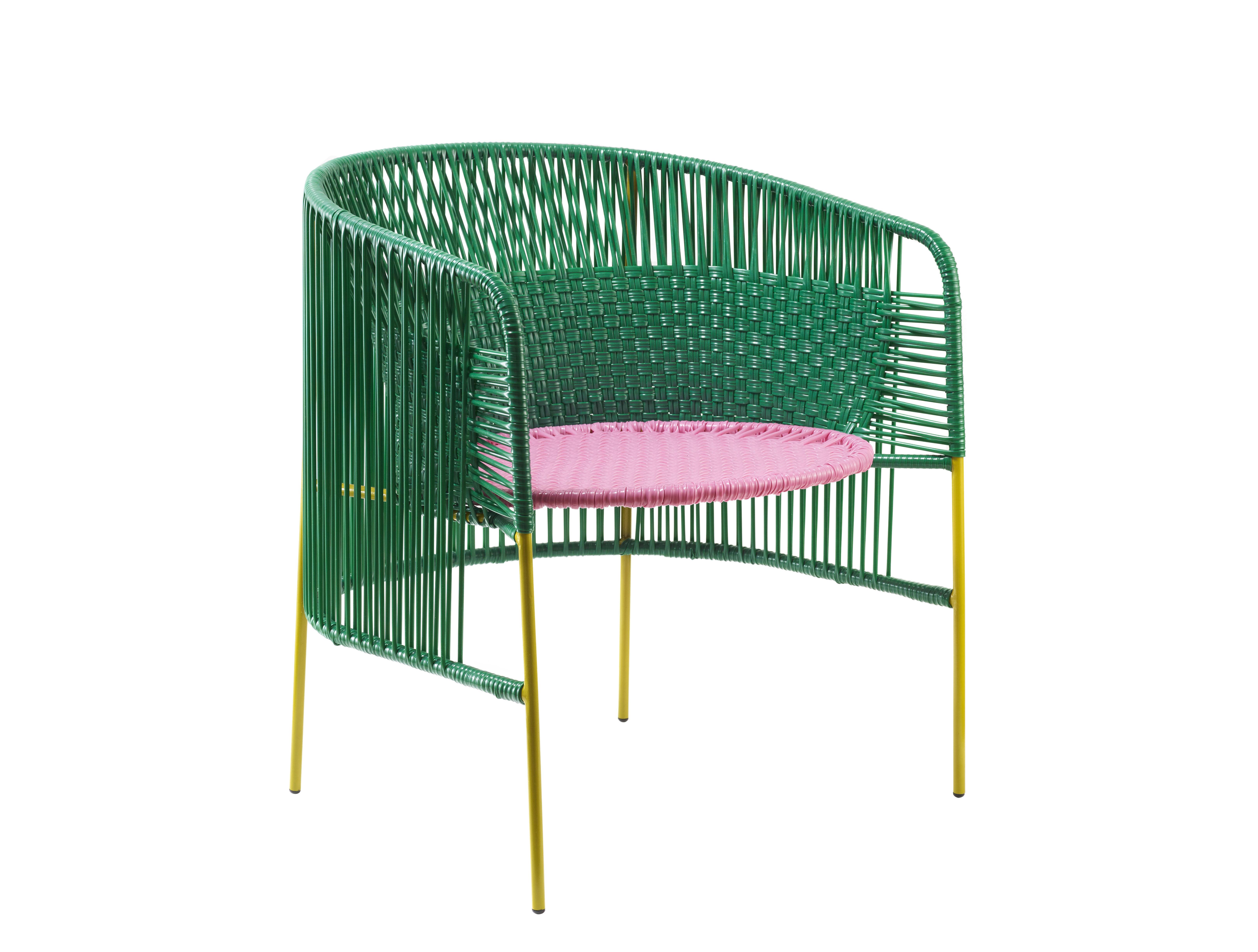 Mobilier - Chaises, fauteuils de salle à manger - Fauteuil Caribe Lounge - ames - Vert & rose / Pieds curry - Acier galvanisé thermo-laqué, Fils de plastique recyclé