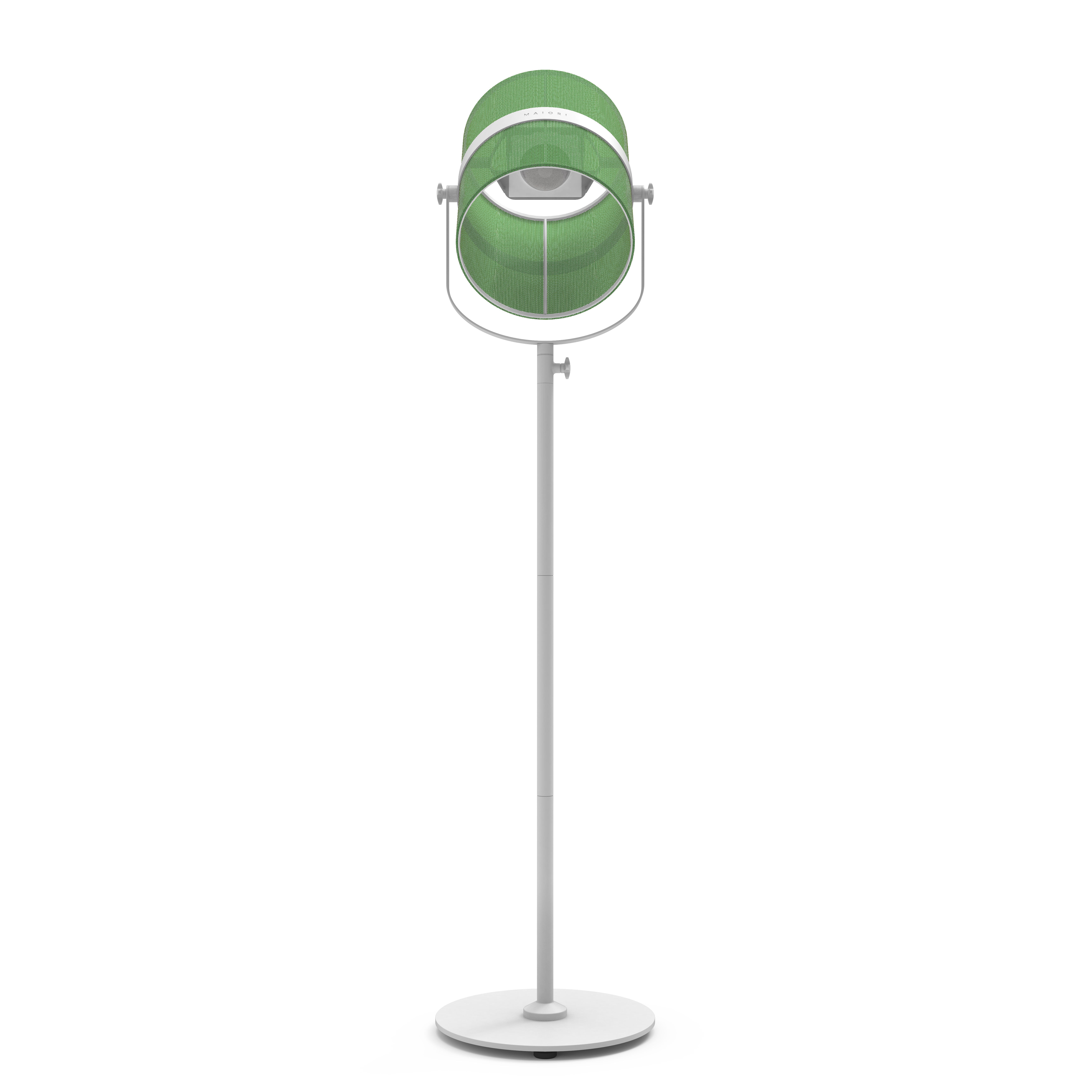 Leuchten - Stehleuchten - La Lampe Paris LED Solarleuchte / kabellos - Maiori - Grasgrün / Ständer weiß - bemaltes Aluminium, Gewebe