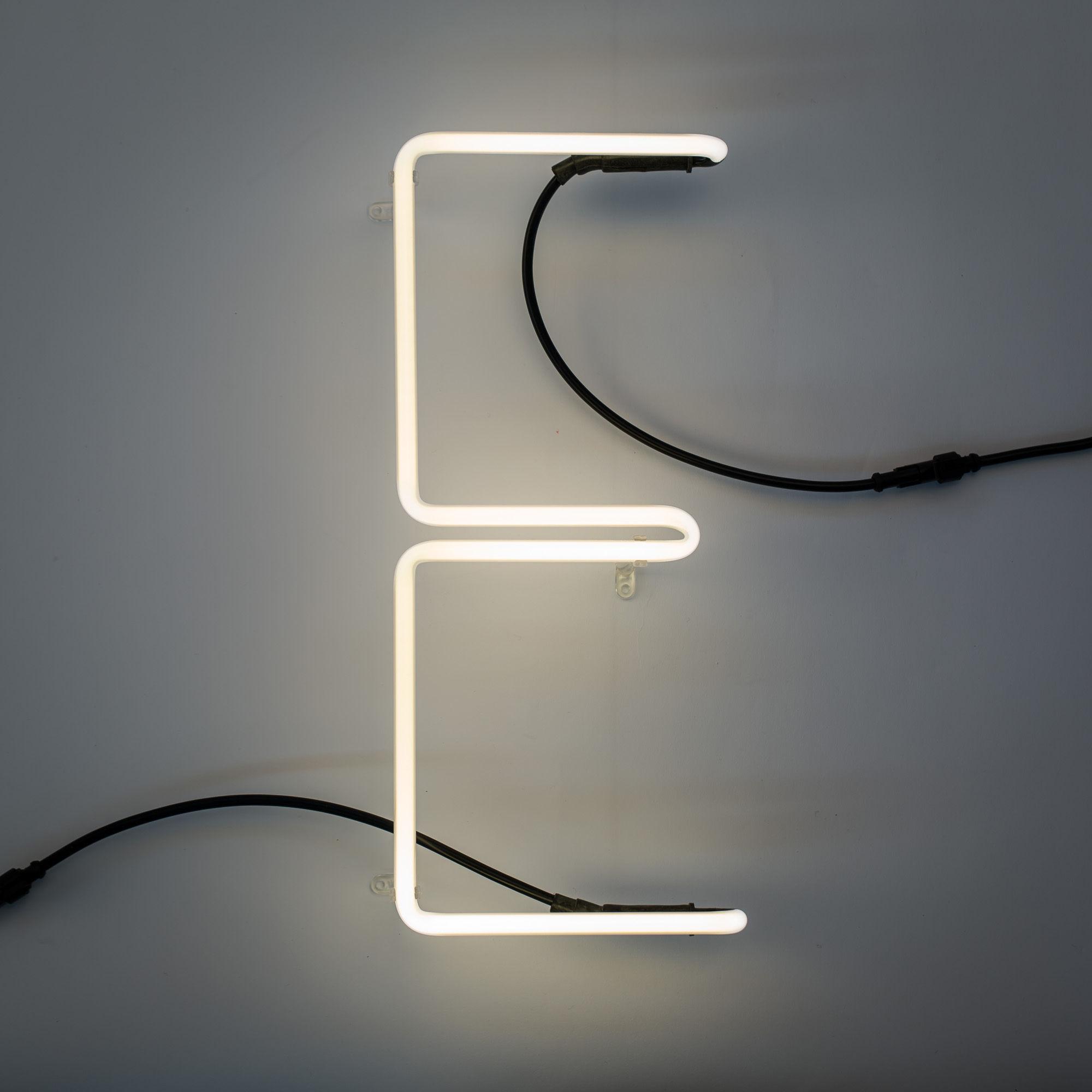 applique avec prise n on alphafont lettre e lettre e seletti made in design. Black Bedroom Furniture Sets. Home Design Ideas