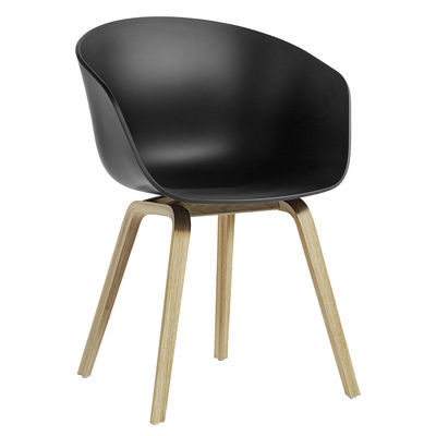 Mobilier - Chaises, fauteuils de salle à manger - Fauteuil About a ECO AAC22 / Plastique recyclé -  EU Ecolabel - Hay - Noir / Chêne verni mat - Chêne FSC, Plastique recyclé