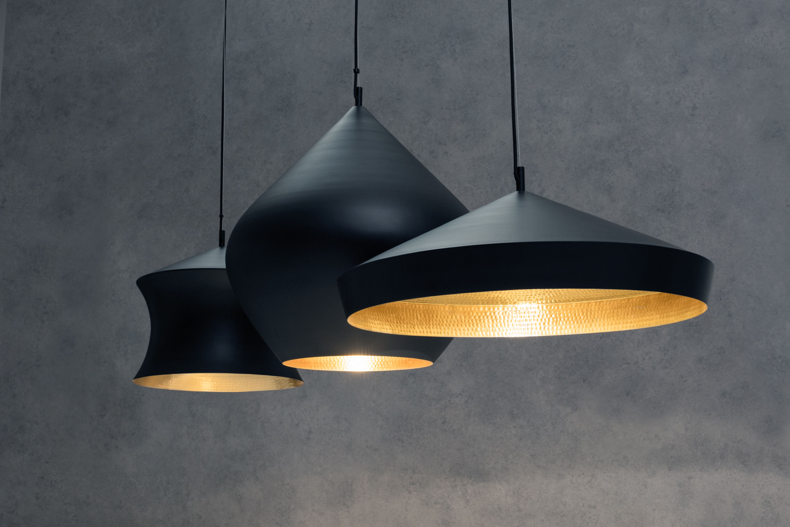 suspension beat flat 60 x h 20 cm noir int rieur dor tom dixon. Black Bedroom Furniture Sets. Home Design Ideas