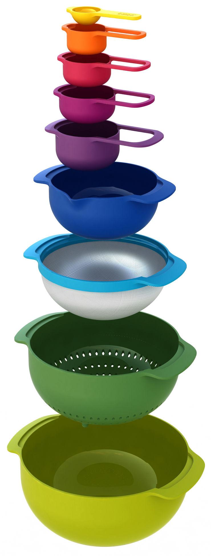 Tischkultur - Salatschüsseln und Schalen - Nest Plus Salatschüssel / Sieb & Messlöffel - Set aus 9 stapelbaren Teilen - Joseph Joseph - Mehrfarbig - Polypropylen, rostfreier Stahl