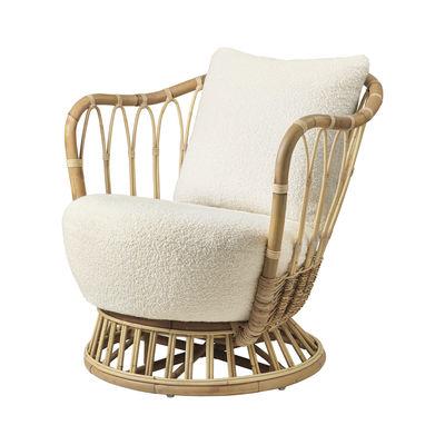 Möbel - Lounge Sessel - Grace Gepolsterter Sessel / Neuauflage des Originalmodells aus dem Jahre 1936 - Rattan & Stoff - Gubi - Naturweiß (Bouclé-Stoff Karakorum) - Gewebe, Rattan, Schaumstoff