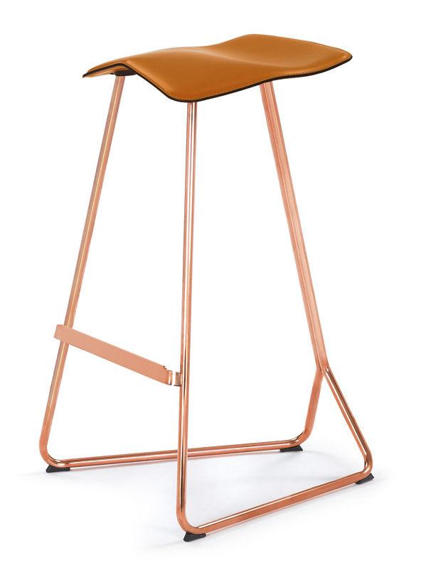 tabouret de bar triton h 64 cm assise cuir cuir caramel pied cuivre classicon made in. Black Bedroom Furniture Sets. Home Design Ideas