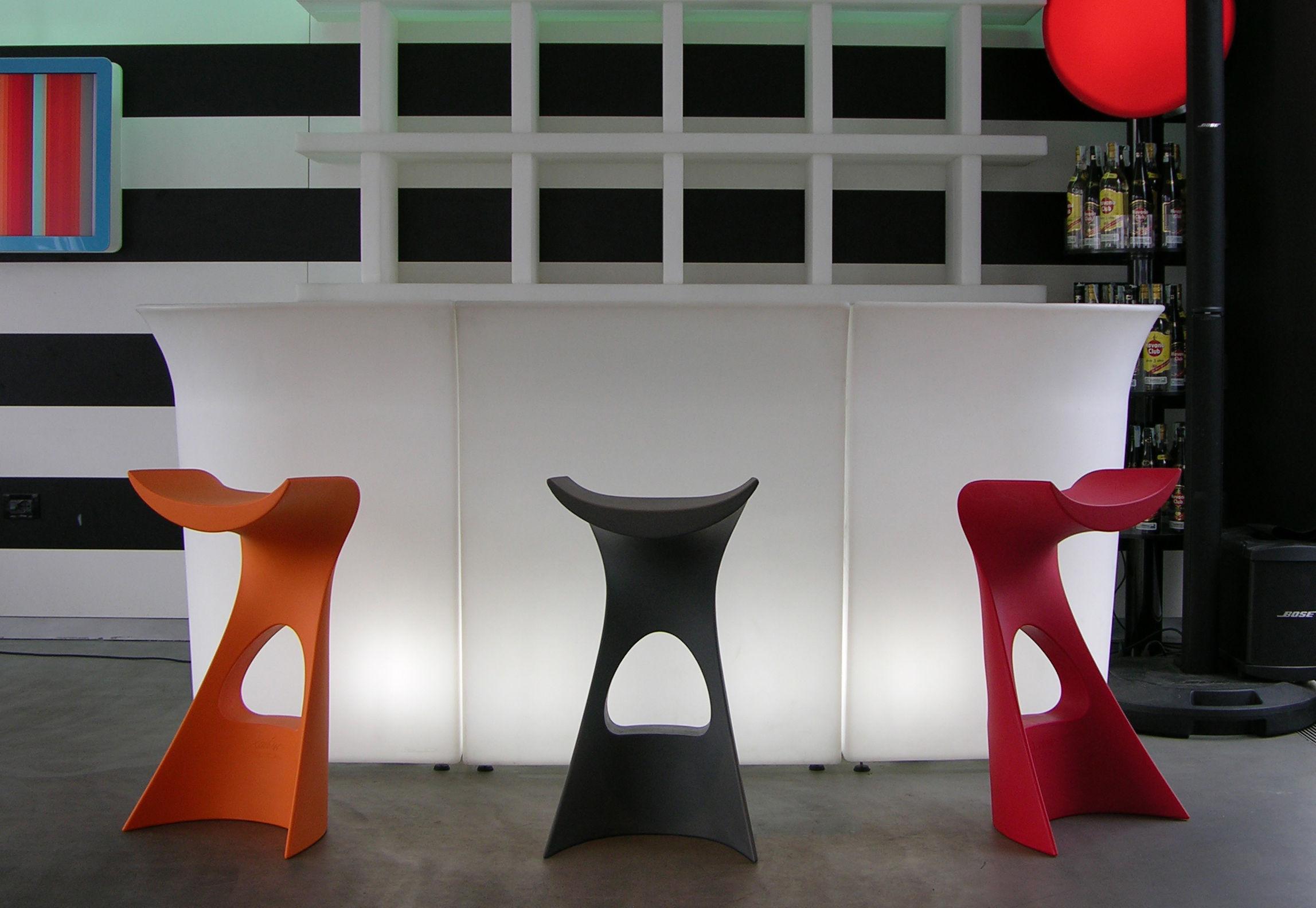 Scopri sgabello alto koncord rosso di slide made in design italia