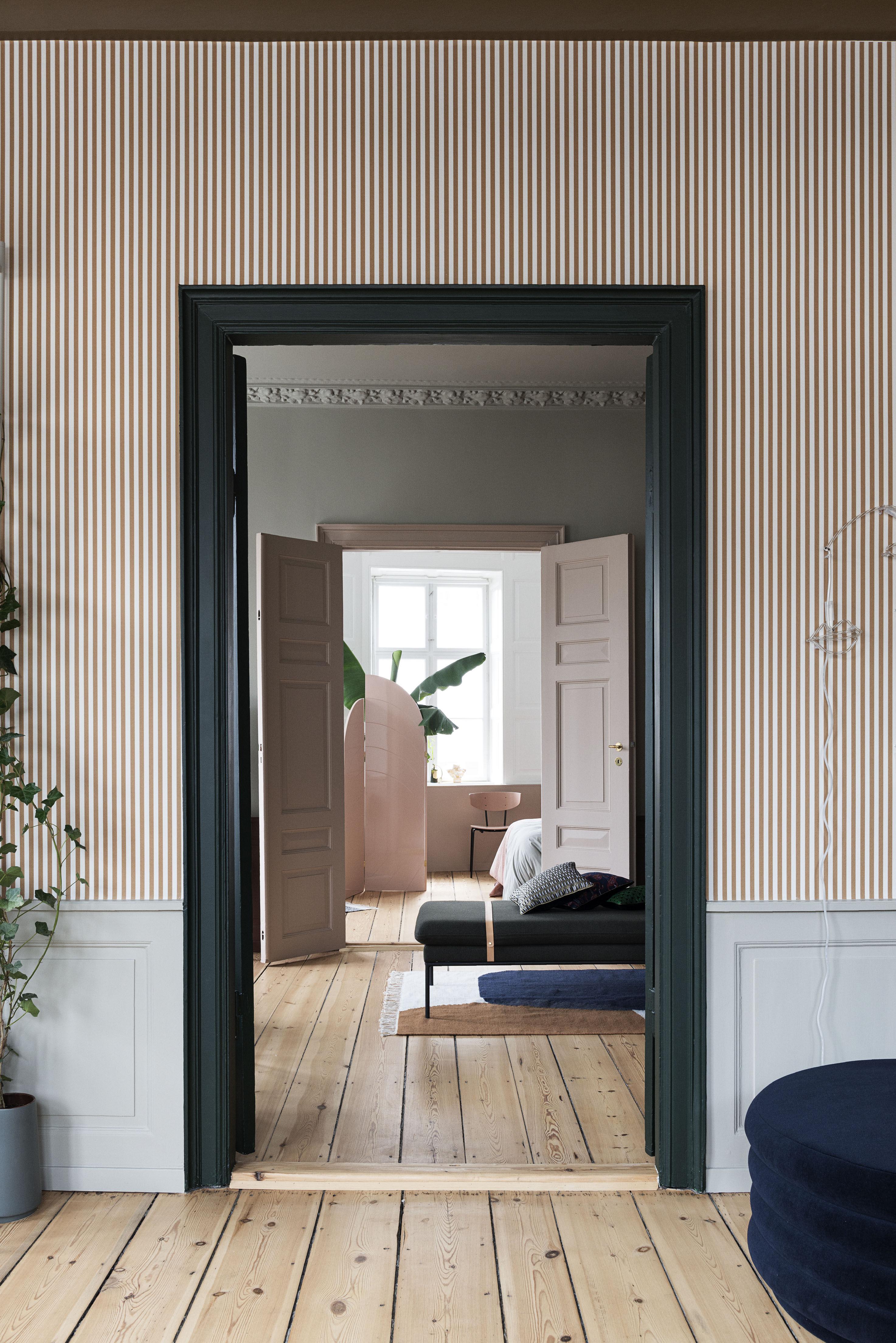 Coussin salon feuille ferm living or gris noir made in design - Coussin salon ...