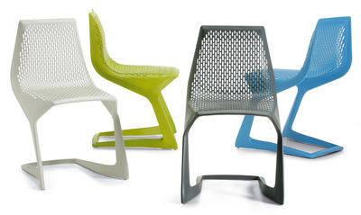 chaise empilable myto plastique noir plank made in design. Black Bedroom Furniture Sets. Home Design Ideas