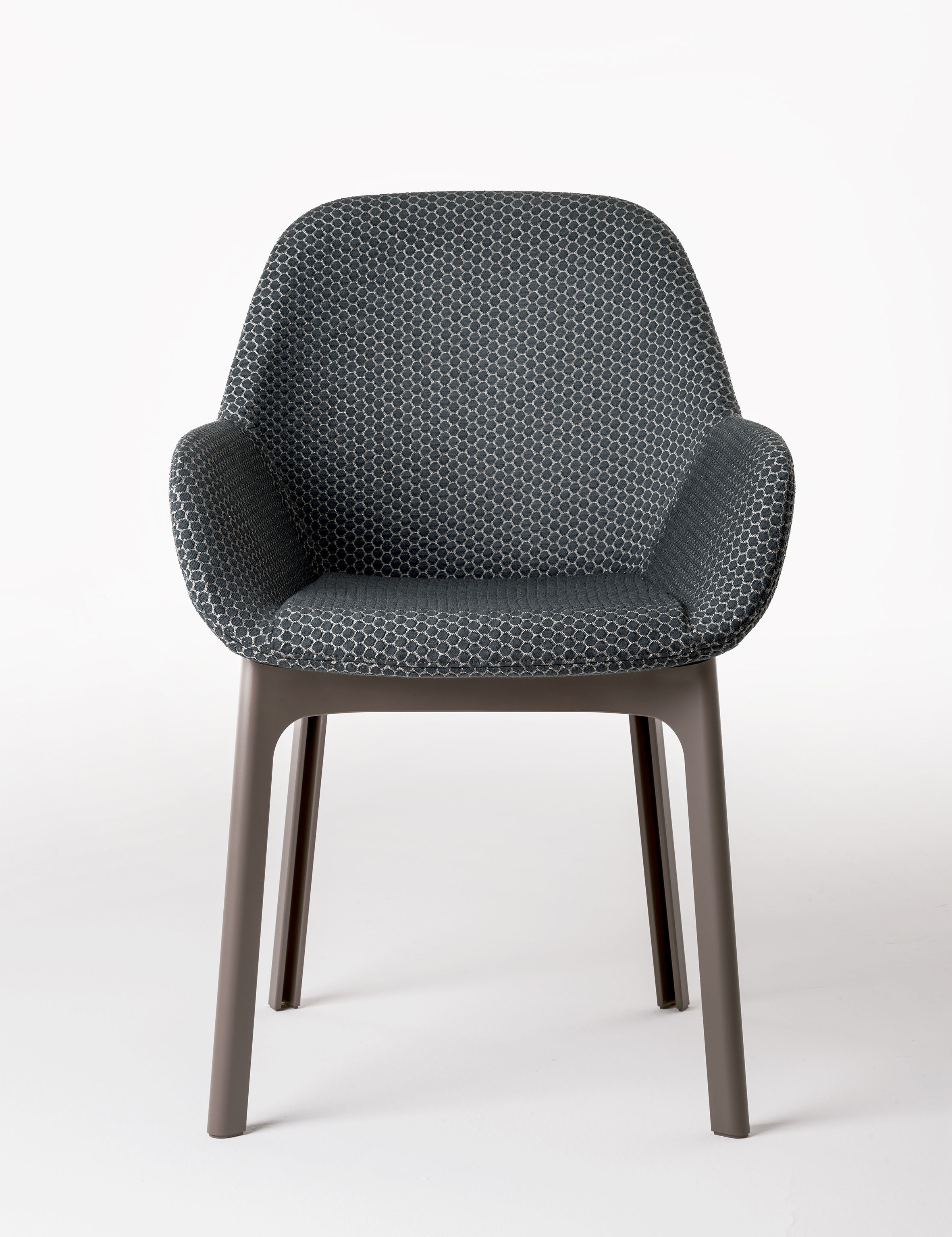 fauteuil rembourr clap kartell noir beige made in design. Black Bedroom Furniture Sets. Home Design Ideas