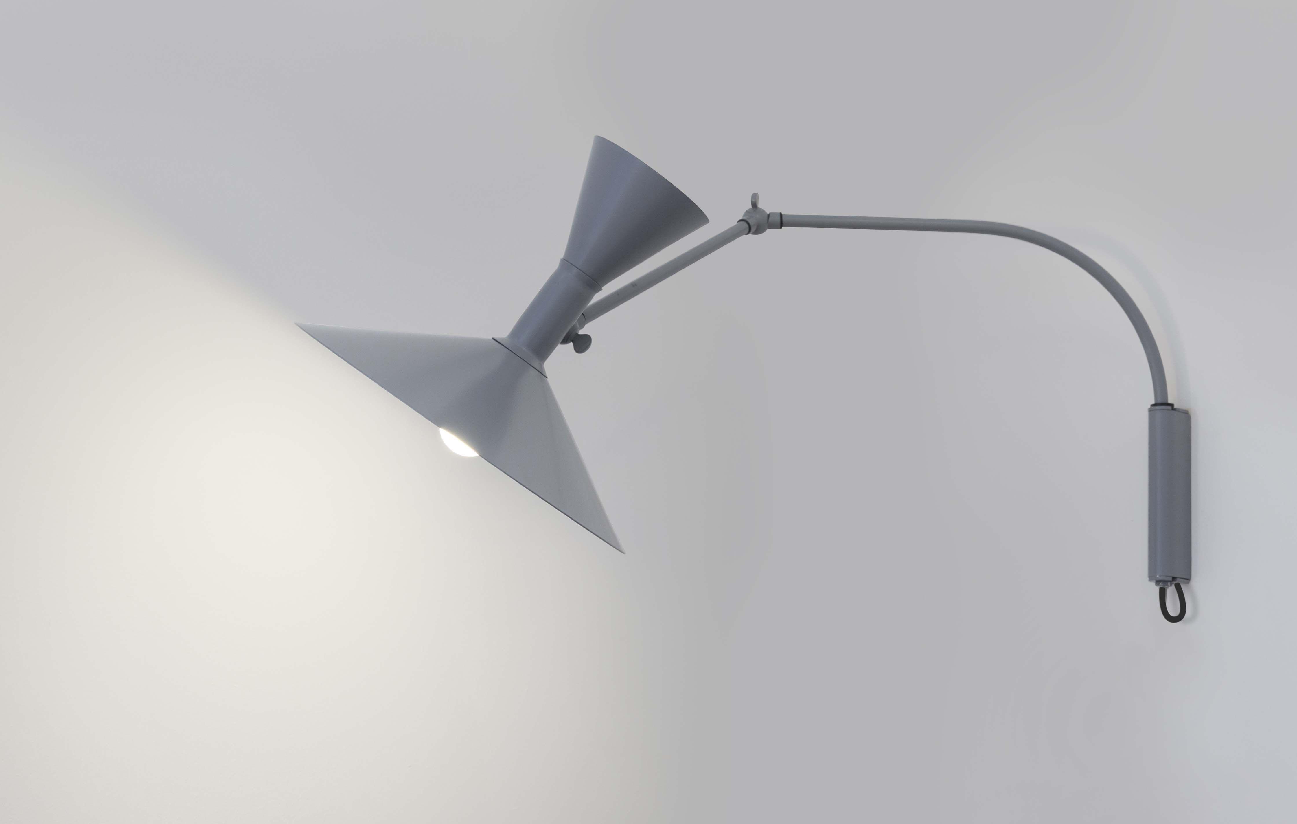 Applique avec prise lampe de marseille mini nemo gris mat
