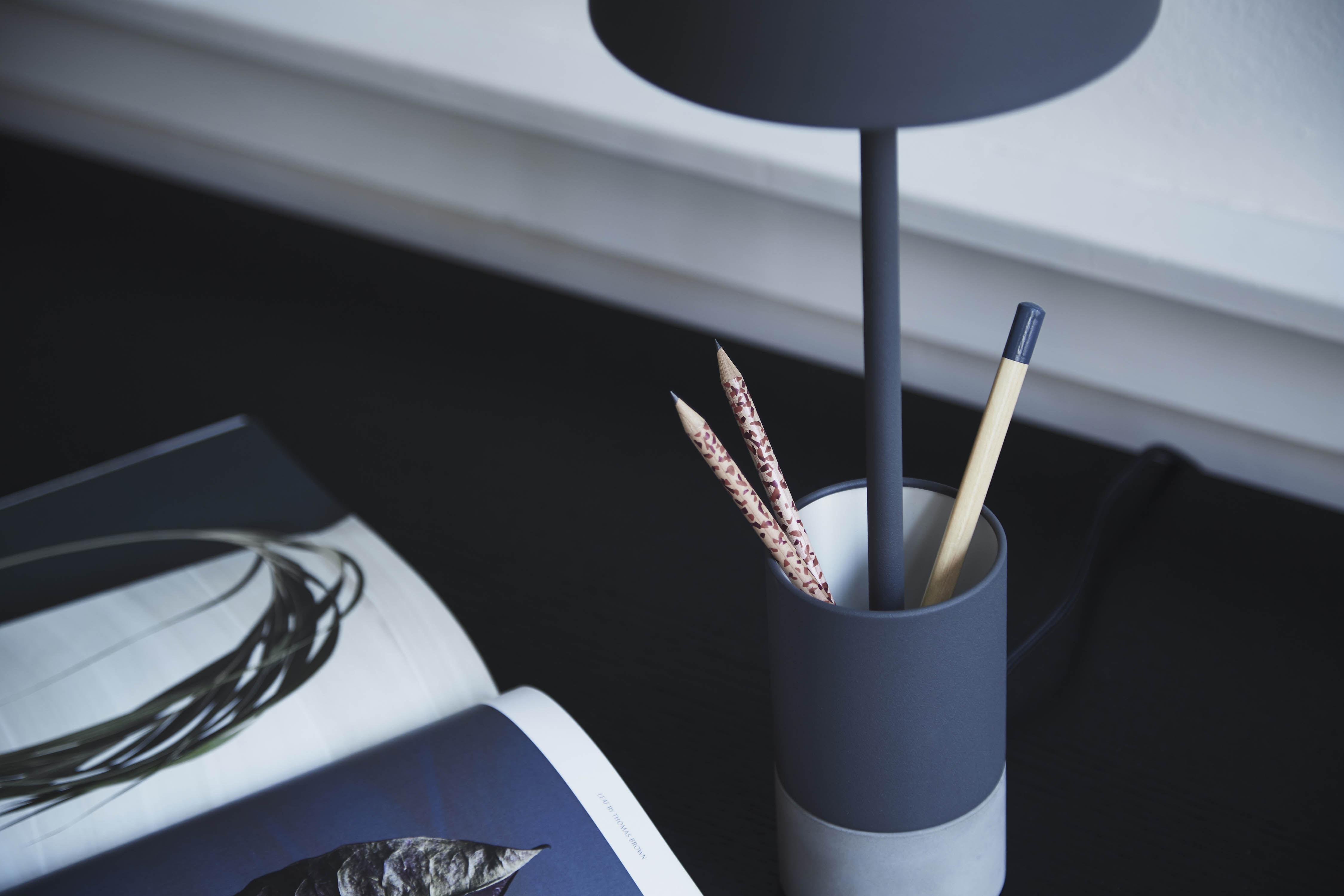 Plafoniera Da Esterno Ruggine : Lampada da tavolo pen frandsen ruggine opaco l 250 x h 49 Ø
