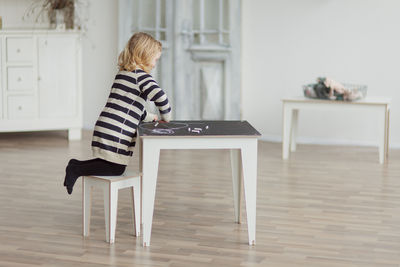 Table enfant Kidiki Kirigami Design - Ardoise noire / Pieds blancs ...