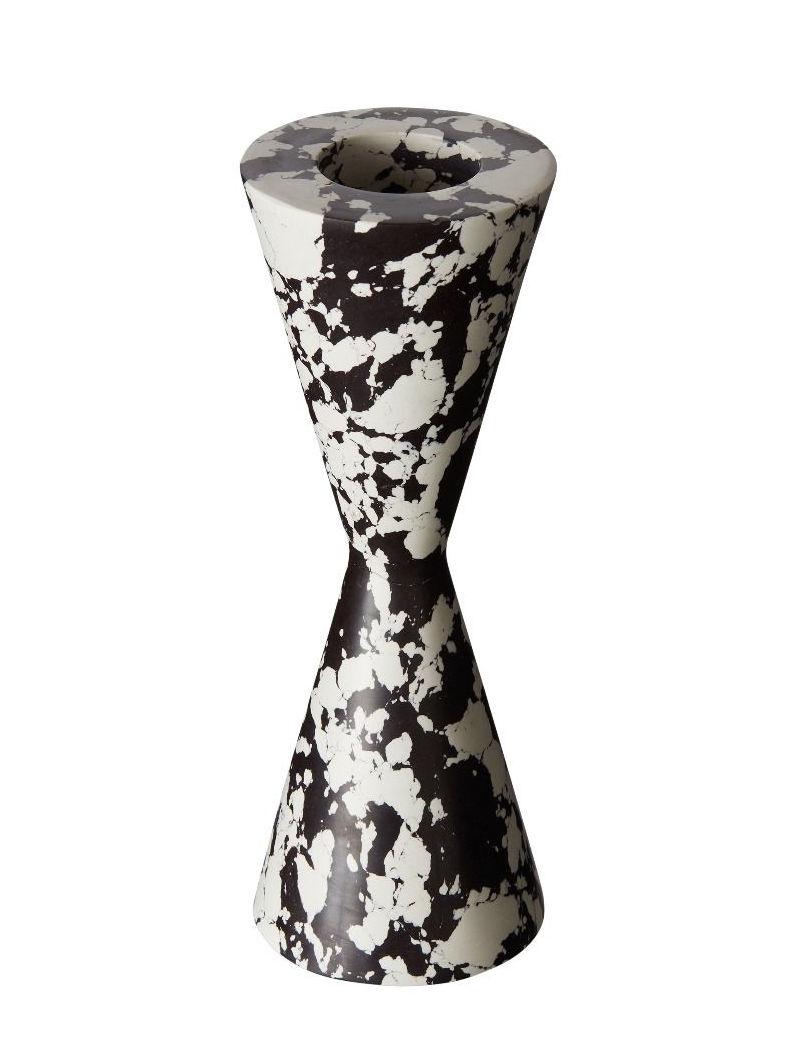 Déco - Bougeoirs, photophores - Bougeoir Swirl Cone / Effet marbre - Tom Dixon - Noir & blanc - Pigments, Poudre de marbre recyclée, Résine