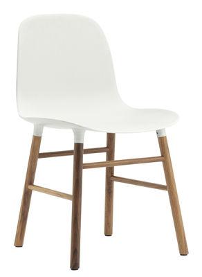 Image of Sedia Form - / Gambe in noce di Normann Copenhagen - Bianco,Noce - Materiale plastico