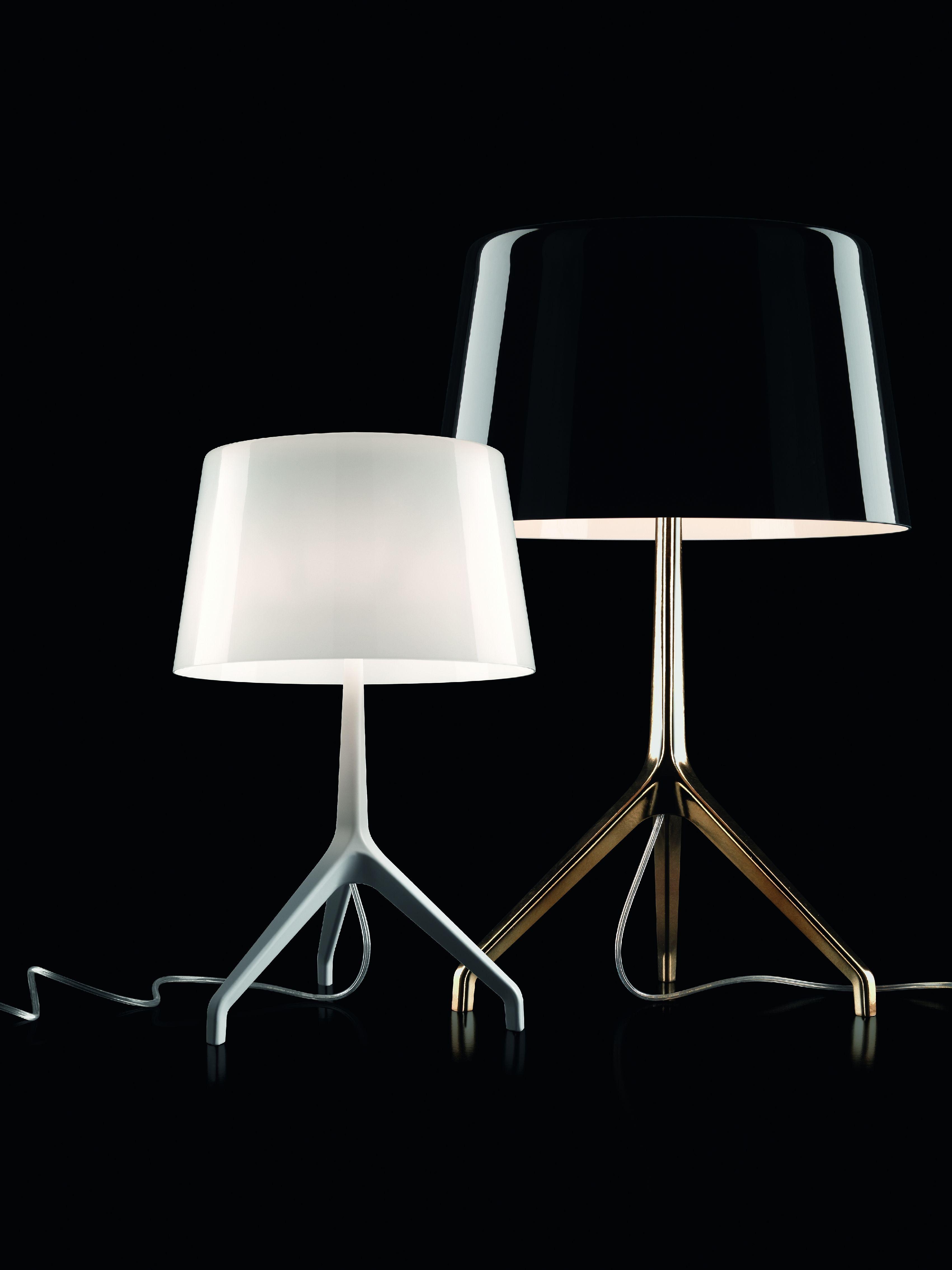 lampe de table lumi re xxs foscarini noir pied bronze h 40 x 26 made in design. Black Bedroom Furniture Sets. Home Design Ideas